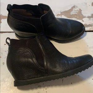 Naturalizer black leather upper wedges.